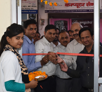 Doctors and nurses cut the ribbon to open the first of 4 Vision Centres in Saharanpur, Uttar Pradesh, India.