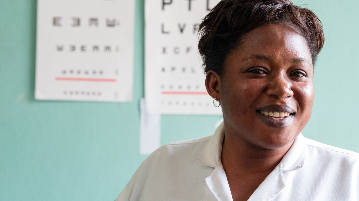 Grace is an Ophthalmic Clinical Officer working at a District Hospital in Southern Rwanda. © CBM/Hayduk.
