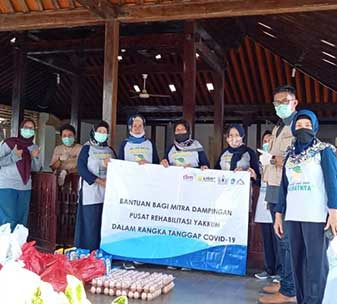 CBM's partner in Indonesia distributing basic goods and hygiene kits, in collaboration with community representatives and leaders in Siraman Village, Gunungkidul, Indonesia.
