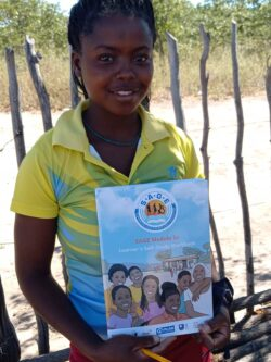Tjandapiwa holding a SAGE booklet